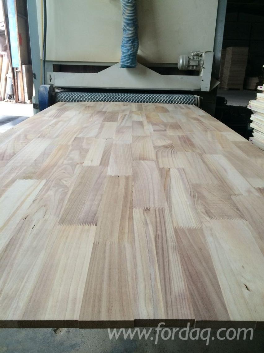 Bordo paulownia pannelli paulownia per mobili for Paulownia legno mobili